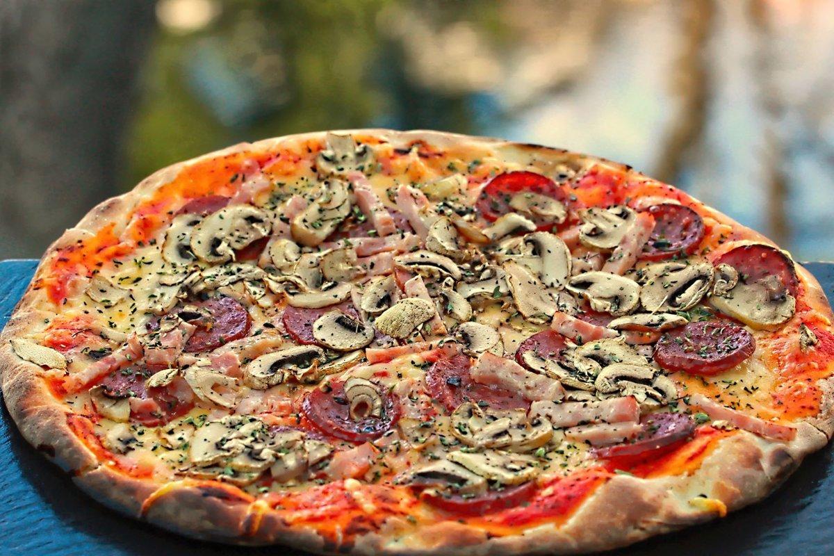 ''Chef'' /salamī, šķiņķis, sēnes, oregano, siers, tomātu mērce/ 1165 kcal