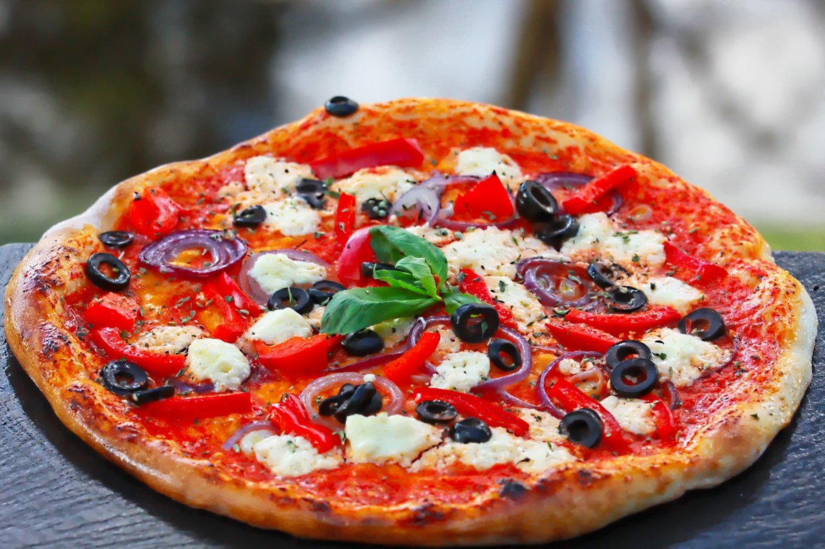 """""""Grieķu"""" /Fetas siers, olīvas, zilie sīpoli, oregano, tomātu mērce/"""
