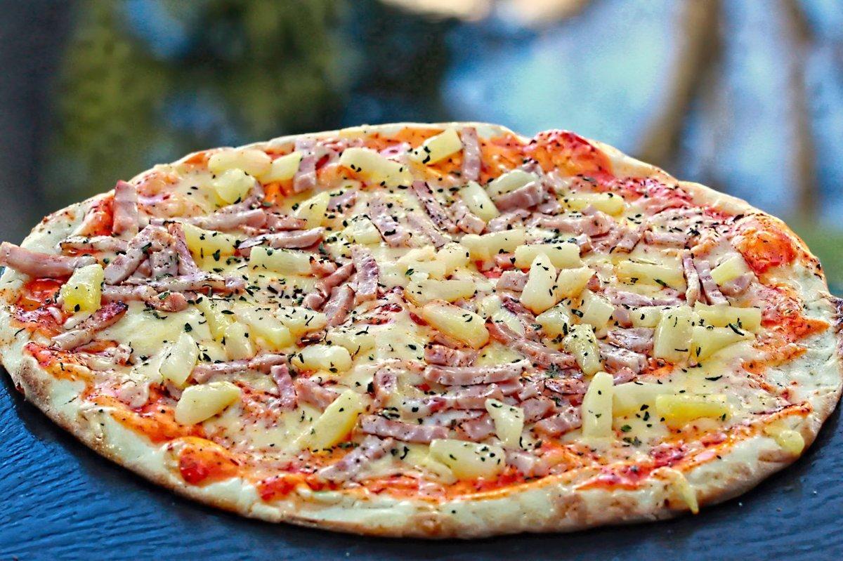 ''Hawaii'' /šķiņķis, ananāss, oregano, siers, tomātu mērce/