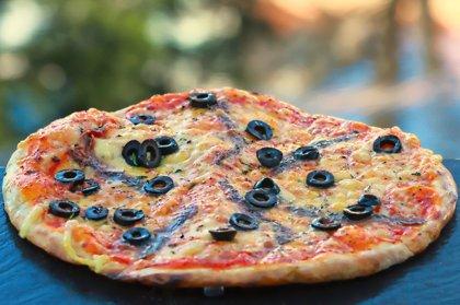 """""""Anšovu"""" /anšovi, melnās olīvas, oregano, siers, tomātu mērce/"""