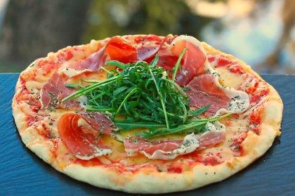 """""""Prošuto"""" /prošuto, rukola, oregano, siers, tomātu mērce/ 1074 kcal"""