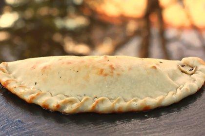 Veģetārā ''Calcone'' /sēnes, kaperi, oregano, zilie sīpoli, siers, mērce/